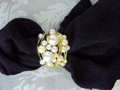 Lindo porta guardanapo confeccionado com fios de alumínio dourado ou prateado com Pérolas de vários tamanhos.