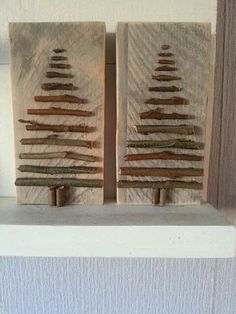 Kerstboom van hout Wooden Christmas Trees, Christmas Decorations, Reclaimed Wood Signs, Alternative Christmas Tree, Dog Lady, Driftwood Art, Beach Crafts, Old Wood, Wood Crafts