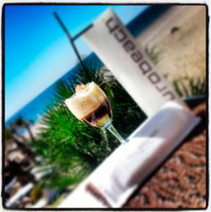 Taking a soft drink at Purobeach Marbella | Tomando un refresco en Purobeach Marbella
