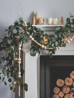 These Holiday Mantel Decor Ideas Are On FireYou can find Seasonal decor and more on our website.These Holiday Mantel Decor Ideas Are On Fire Natal Natural, Navidad Natural, Christmas Mantels, Noel Christmas, Christmas Staircase, Summer Christmas, French Christmas, Christmas Fireplace, Thanksgiving Holiday