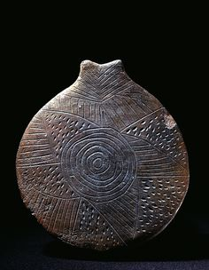 """Clay """"Frying-pan"""" - Early Cycladic I-II period - Kampos phase, 2800-2700 BC - Photographic presentation of the Permanent Cycladic Art Collection of the Museum of Cycladic Art at Athens International Airport"""
