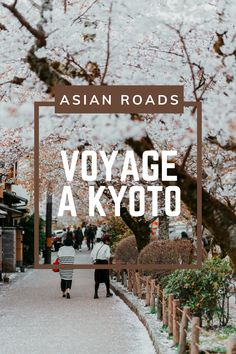 Grande ville de l'île d'Honshu au Japon, Kyoto est considérée la cité japonaise traditionnelle par excellence ! Une ville où tradition et modernité forment un mélange parfait. Kyoto, Destinations, Roads, Parfait, Japan, Traditional Japanese, Travel, Road Routes, Street