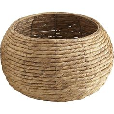 Pier 1 Imports Carson Twist Basket - Natural (65 BRL) ❤ liked on Polyvore featuring home, home decor, small item storage, baskets, decor, filler, metal home decor, hand made baskets, trash basket and pier 1 imports