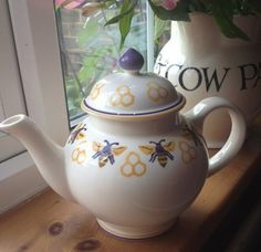 Emma Bridgewater Studio Special Bees & Honeycomb Four Cup Teapot for Collectors Day 2012