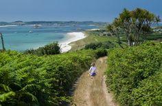 Kristallklares Wasser, Palmen und weißer Sandstrand in Süd-England! Besucht die einzigartigen Scilly Inseln, den Geheimtipp vieler Promis.