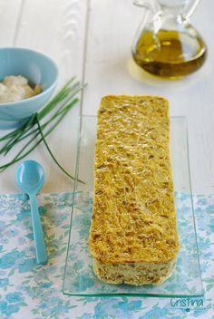pastel de puerros /  500 g de puerros ya  limpios. 150 g de gambas peladas (yo usé congeladas). 250 ml leche entera. 4 huevos. sal y pimienta. aceite de oliva virgen extra