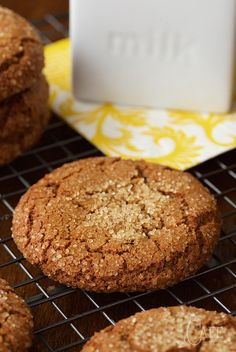 These Easy Bakery Style Molasses Cookies are like the cookies you find in a fancy bakery. They're super easy, one bowl and you don't need a mixer!