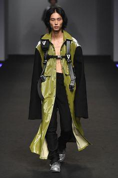 Hip Hop Fashion, Cute Fashion, High Fashion, Fashion Show, Fashion Outfits, Fashion Design, Seoul Fashion, Fashion Catwalk, Cyberpunk Fashion