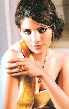 Female Model Saiyami Kher's Portfolio & profile on GlamHunt.com