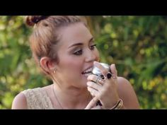 Miley Cyrus and Dolly Parton Singing 'Jolene' - YouTube (My goodness, her voice is amazing!*)
