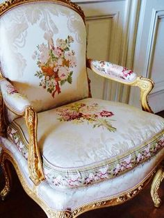 I love this beautiful chair