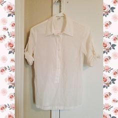 Banana Republic White Button Down Simple yet sophisticated! This Banana Republic Button down is perfect for work or daily activities. It is a women's size small and very clean. Banana Republic Tops Button Down Shirts
