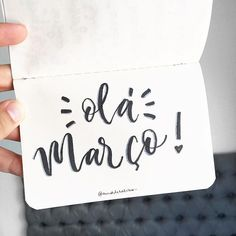 E agora o ano começa!  #março #march #mes #month Rose Gold Wallpaper, Graphic Design, Lettering, Signs, Day, Sigmund Freud, Bujo, Android, Pasta