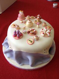 Afternoon tea table cake Creative Desserts, Creative Cakes, Fondant Cakes, Cupcake Cakes, Christmas Cake Designs, Funny Cake, Pretty Cakes, Celebration Cakes, Mini Cakes