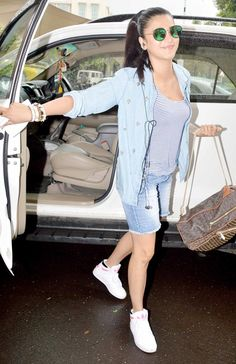 Shruti Haasan at Mumbai airport. #Bollywood #Fashion #Style #Beauty #Denim