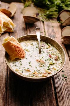 These Hearty Fall Soups Will Warm You up All Season Long You dont have to live on the East Coast to whip up this bowl of New England clam chowder Creamy Potato Soup, Sweet Potato Soup, Clam Chowder Recipes, Seafood Recipes, Corn Chowder, Fall Soup Recipes, Recipes Dinner, Tomato Bisque, Spinach Soup