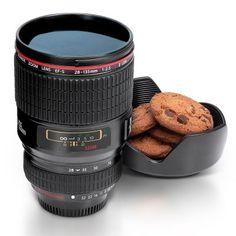 Kaffeebecher - Kamera Objektiv via www.monsterzeug.de #GeschenkefürMänner #Monsterzeug #Kaffeebecher #Kamera #Fotoapperat #Objektiv #Kaffee #Tee #ToGoBecher #ausgefallenesGeschenk #Fotograf