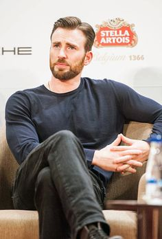 to Chris Evans at the Mission Hills World Celebrity Pro-am In Haikou! Chris Evans Beard, Robert Evans, Chris Evans Tumblr, Haikou, Captain Rogers, Christopher Evans, Chris Evans Captain America, Capt America, Nicholas Hoult
