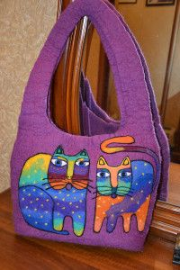 "сумка Коты по мотивам творчества Лорел Бёрч/  Bag Coat ""Cats "" based artist Laurel Burch/Basis bags made ​​in the technique of wet felting natural sheep wool . The size of the bag Height: 25cm . Length: 36cm . width: 11cm . Drawing made ​​in the technique of dry felting ( wool stuffed by hand with a special needle ) .Vnutri bags lining pockets. Clasp magnetic button . The bottom of the bag is sealed"