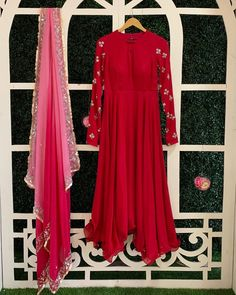 Pakistani Party Wear Dresses, Indian Gowns Dresses, Indian Outfits, Simple Dresses, Casual Dresses, Fashion Dresses, Hyderabad, Birthday Dress Women, Diwali Outfits