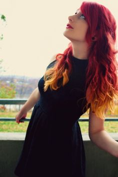 I love how her hair is a perfect red gradient. Lovely. :)