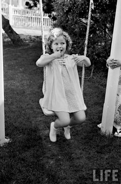 """escarpolette: """" Alfred Eisenstaedt - Child actress Shirley Temple celebrating her eighth birthday at Century Fox film studio lot. Child Actresses, Child Actors, Vintage Hollywood, Classic Hollywood, Vintage Glam, Photo Trop Belle, Temple Movie, Shirly Temple, Old Movie Stars"""