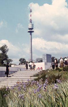 Donaupark und Donauturm (1964 © Egon Schubert / Privatarchiv Sebastian Schubert) Heart Of Europe, Cn Tower, Vienna, Austria, Nature Photography, History, Architecture, Building, Travel