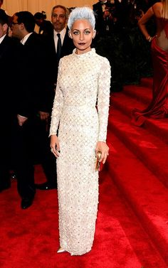 Nicole Richie arrives in a Topshop creation at the Met Gala. And we now know that she'll look superbly gorge when she reaches 60 (with that white hair)! Visit Style Factor to know who wore what at the Met Ball.