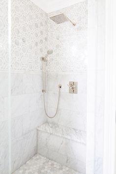 13 vackra badrum med geometriskt kakel för den som vågar ta ut svängarna | Sköna hem