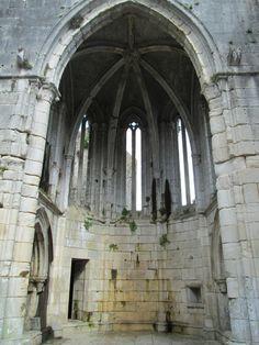 2013-04-09-10-47-25.jpg (3456×4608), gothic, columns, arches
