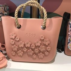 4 Discerning Cool Tips: Hand Bags Men Leather Totes hand bags michael kors fashion.Hand Bags For School Free Printable. Purses 2017, Dior Purses, Purses And Handbags, Mk Handbags, Purse For Teens, Leather Totes, Leather Men, Tooled Leather, Versace Handbags