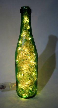 Luminária para Mesa de natal de Natal  Micro lampadas brancas - 8 funções garrafa verde- 127W Funciona igual ao pisca -pisca de arvore de natal, ligado a uma tomada.(127 W) R$ 55,00