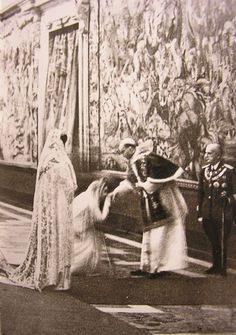 Elena of Montenegro and Marie José of Belgium, queen and crown princess of Italy respectively, wearing white in the presence of Pope Pius XII at the Quirinale Palace on 28 December Catholic Art, Roman Catholic, Religious Art, Pope Pius Xii, Catholic Pictures, Roman Church, Religion Catolica, Falling Kingdoms, Royals