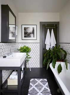 Modern Farmhouse Master Bath Renovation – Obsessed with our vanity spaces! Modern Farmhouse Master Bath Renovation – Obsessed with our vanity spaces! Bathroom Renos, Bathroom Storage, Bathroom Remodeling, Bathroom Layout, Bathroom Basin, Bathroom Organization, Guest Bathrooms, Modern Bathrooms, Modern Bathroom Decor