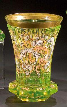Nordböhmen, um 1845 Annagelbes Glas. Verdickter Wandungsansatz passig geschliffen. Facettierte Wandung mit umlaufendem, goldgehöhtem Emaildekor: Rocaillen und Blüten. Abgesetzter, vergoldeter, min. beriebener Lippenrand. H. 13,8 cm