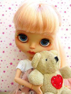 https://flic.kr/p/vxBKcn | July - Blythe TBL | Minha primeira TBL! E por ser a primeira a gente nunca esquece. Muito apaixonado por esta fofinha do cabelo rosa, com um olhar triste mas sonhador! Espero que gostem desta menina linda que a Driely customizou!