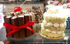 Mini tortas de kit kat, brigadeiro e leite ninho. #confeitariapolos #goiania  (em Polos Pães e Doces)