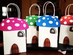 Smurf-House Gift Bags = Best Party Ever. http://www.ivillage.com/smurf-birthday-party-theme-and-ideas/6-a-542194