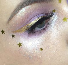 glitter eye make-up with gold stars and gold eyeliner Makeup Goals, Makeup Inspo, Makeup Art, Makeup Inspiration, Makeup Tips, Hair Makeup, Makeup Ideas, Eyeliner Makeup, Winged Eyeliner
