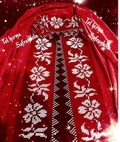 Birde kırmızı yapayım dedim #hayırlıcumalar 🌹tel kırma yapan arkadaşlar lütfen sırf merak için fiyat sorup vaktimi almayın çok rica… Hand Embroidery Designs, Kaftan, Diy And Crafts, Couture, Crochet, Crochet Carpet, Silk, Punto De Cruz, Dots