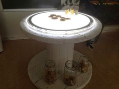 Cable Spool light table-The marvelous everyday life Mason Jar Chandelier, Diy Chandelier, Mason Jar Lighting, Reggio, Cable Reel Ideas Eyfs, Conduit Lighting, Outside Playground, Science Table, Cable Drum