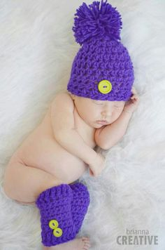 Newborn Button and Lace Hat : Free pattern by B. Hooked Crochet.