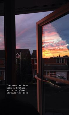 Suburban Sunset View from my Window . Sky Aesthetic, Aesthetic Photo, Aesthetic Pictures, Pretty Sky, Beautiful Sky, Beautiful Places, Beautiful Women, Rite De Passage, Images Esthétiques