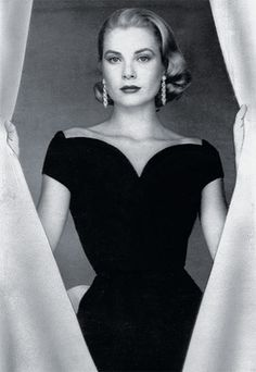 Grace Kelly   http://img2.timeinc.net/instyle/images/2011/GalxMonth/0824-28-grace-kelly-400.jpg