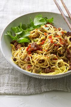 Spicy Sichuan noodles with crispy fried pork mince and a peanutty sauce. You'll definitely feel ALIVE eating this classic Chinese dish. Best Pasta Recipes, Noodle Recipes, Mince Recipes, Cooking Recipes, Pork Noodles, Pork Mince, Asian Pork, Asian Kitchen, Fried Pork