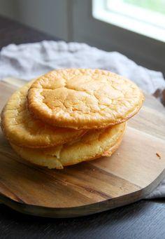 Είναι το νέο ψωμί και το ανακάλυψαν το Instagram και το Pinterest, στις αρχές Φεβρουαρίου 2016. Ονομάζεται «Ψωμί σύννεφο» γιατί είναι πολύ ελαφρύ και δεν έχει αλεύρι.