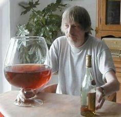 Enfermedades raras psicológicas IX -  SÍNDROME DE KORSAKOV Suele ser una consecuencia del alcoholismo crónico. Se trata de una lesión cerebral que provoca amnesia. El paciente es incapaz de recordar los nuevos hechos o experiencias, sólo recuerda hechos antiguos, anteriores a la enfermedad. La persona cree que tiene la edad que ten...