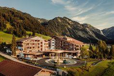 Erholung & Entspannung inmitten der Tiroler Bergwelt | Genießen und Aktiv sein | Hotel Jungbrunn Aktiv, Spa, Mansions, House Styles, Good Times, Recovery, Places, Guys, Vacation