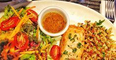 Salmão com salada e arroz de grãos do Ubaldino Bistrô. Tá no post dessa semana e é boa opção de almoço leve pra economizar as calorias pro natal.