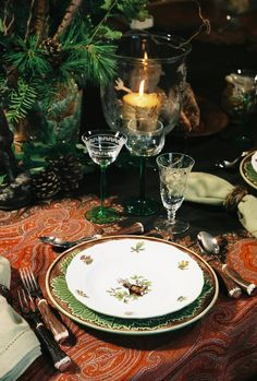 Adore every single element n this picture.especially, Jamavar shawl converted table cloth.and bird-print plates. Christmas Table Settings, Christmas Tablescapes, Christmas Decorations, Holiday Decor, Holiday Tablescape, Dresser La Table, Beautiful Table Settings, Home And Deco, Decoration Table
